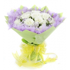 12 Premium White Roses in bouquet