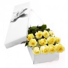 12 Yellow Roses in a Box